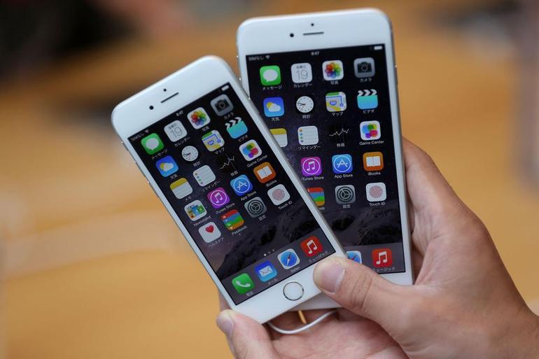 I consumatori fanno Massa Critica contro Apple per i rallentamenti degli Iphone