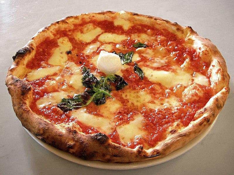 A Milano in una pizzeria di paga il conto in base al proprio giudizio sui piatti