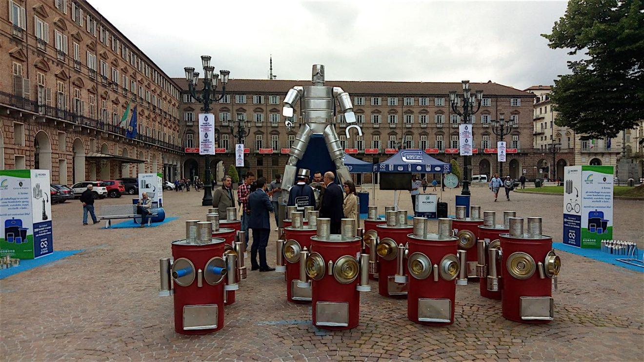 A Torino in Piazza Castello arriva Capitan Acciaioper promuovere il riciclo degli imballaggi in acciaio
