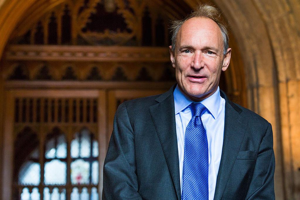 Tim Berners Lee lancia Solid per decentralizzare i dati personale e difendere la privacy