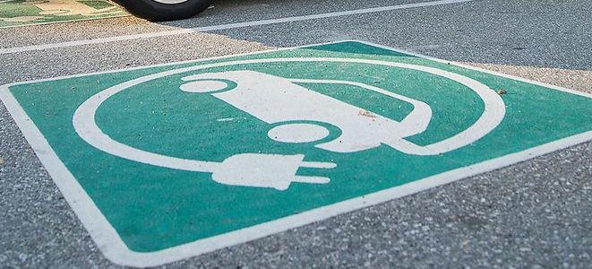 Inventivi governativi per l'acquisto di auto elettriche o ibride da 6 mila a 1.500 a seconda delle emissioni