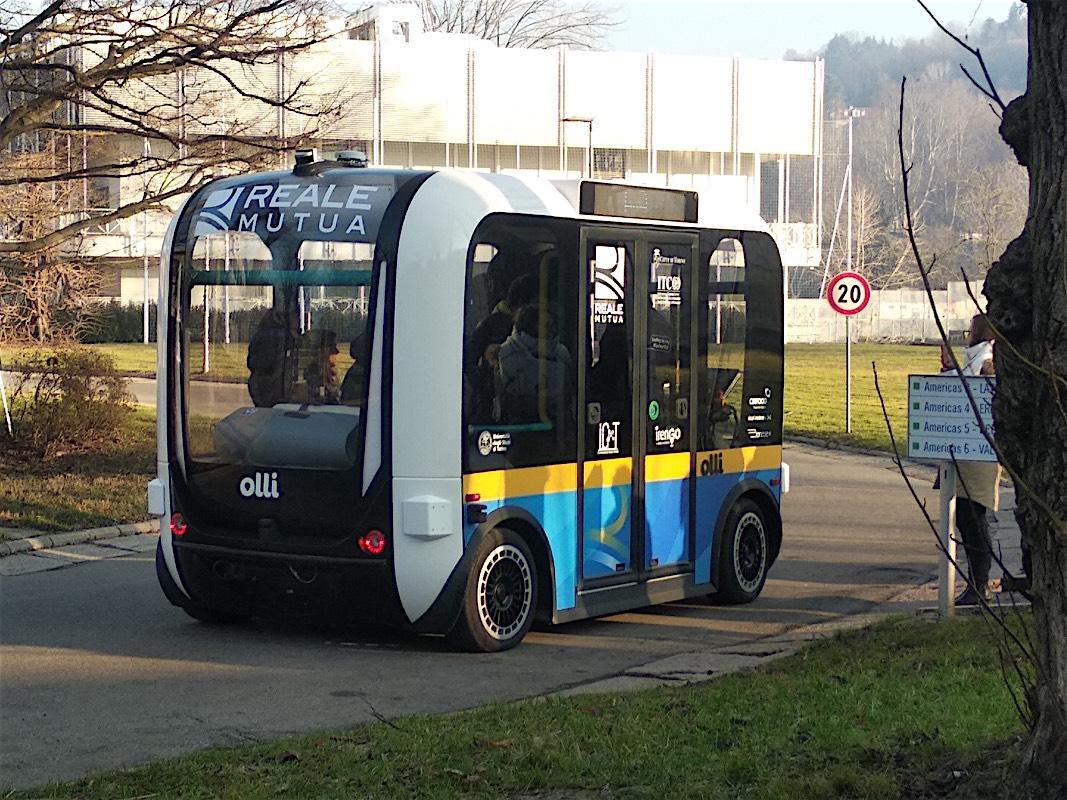 Presentato a Torino Olli il minibus elettrico a guida autonoma realizzato a partire da parti stampate in 3D: