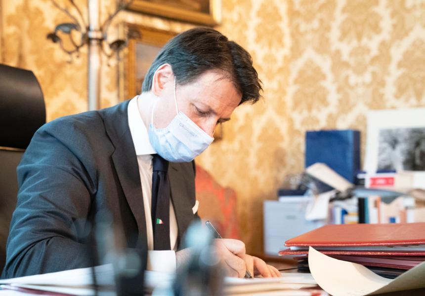Il testo del dcpm 18 ottobre 2020: si punta con sempre maggiore decisione su smart working e riunioni a distanz